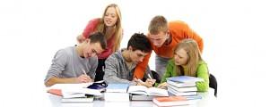 studenti-nad-knihami